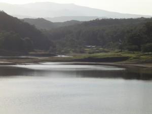 牛野ダム 船形山方面(ズーム)
